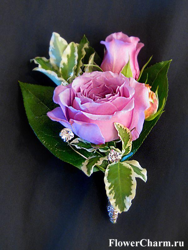 Бутоньерка №1: роза, зелень, дек. элементы (350руб.)
